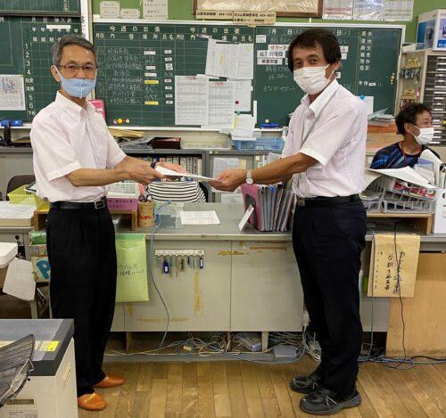 「奨励金事業」贈呈式が行われました―岸和田市立山直北小学校のアイキャッチ画像